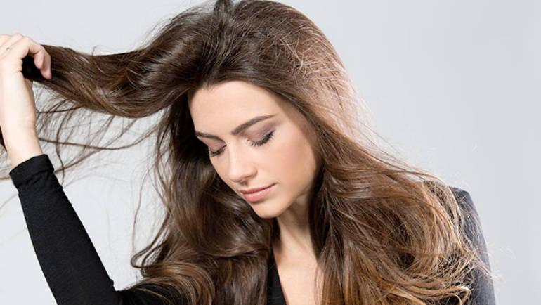 Perdre ses cheveux après l'accouchement : quels conseils ? Que faire ?